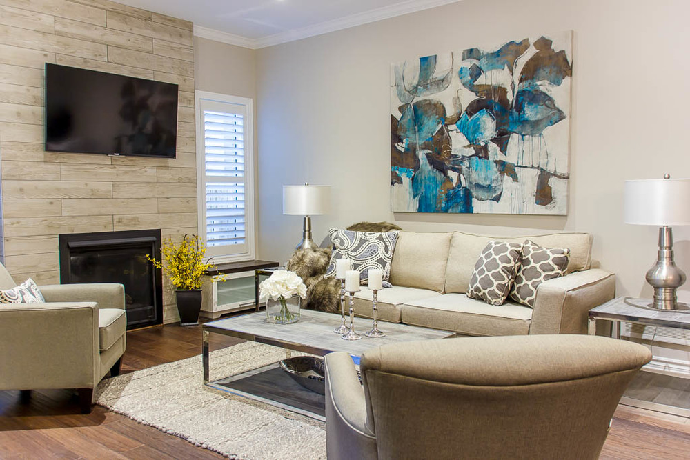 A living room in Barrie, prepared for home staging by New Leaf Decor, an interior decorator.