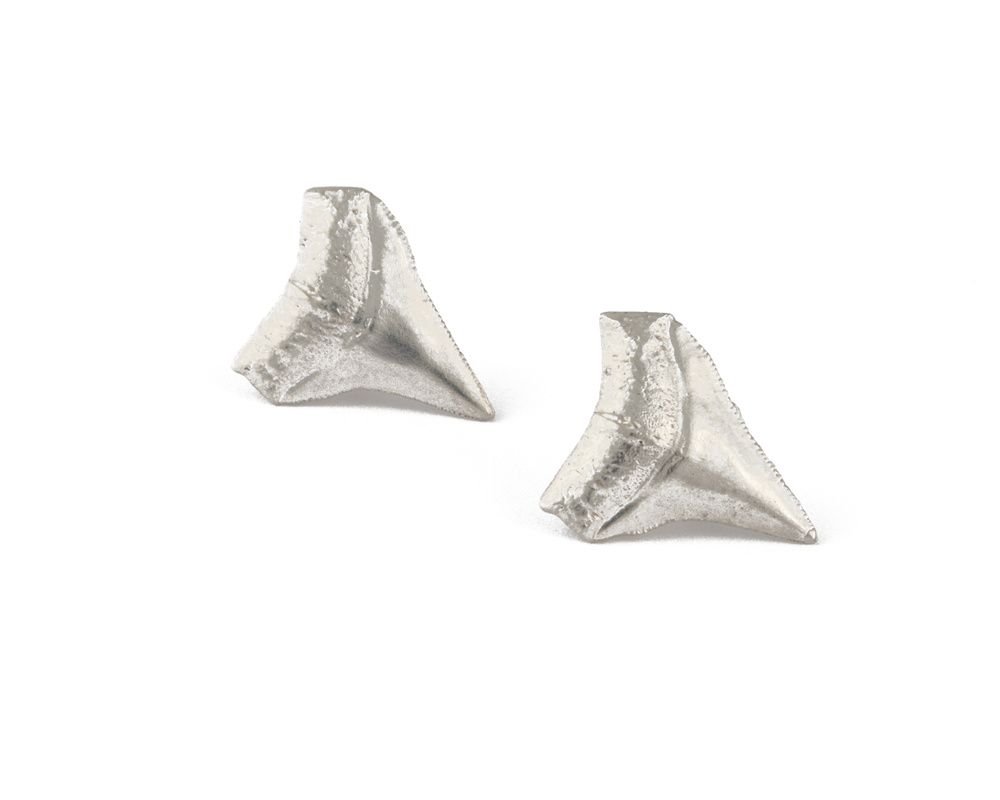 #27_S2069sharktoothstuds_copy.jpg