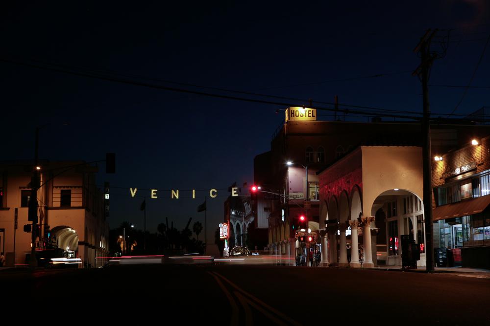 Retouch Venice sign-1.jpg