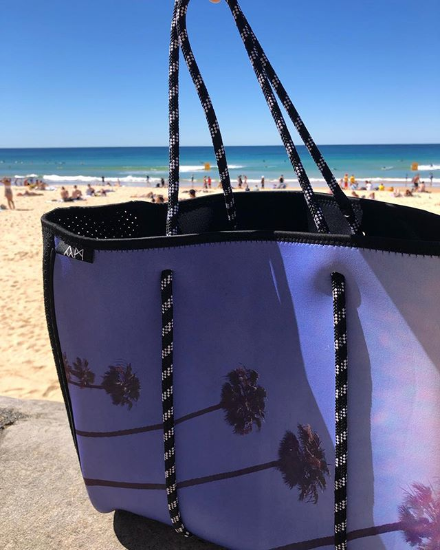 It may be the end of summer, however it's not the end of beach days 💕 Order our neoprene tote bags via Amazon AU, just search 'Abby Marshall' 👌🏻 . . . #amazon #australia #neoprene #tote #bag #beach #beachbag #travel #accessories #california #palmtrees