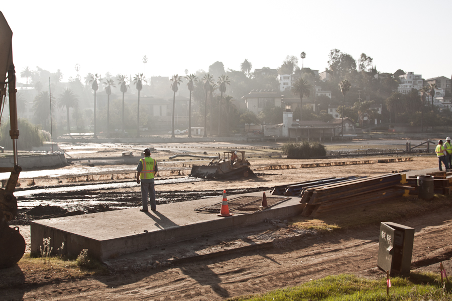 A series of photos on the draining of Echo Park Lake