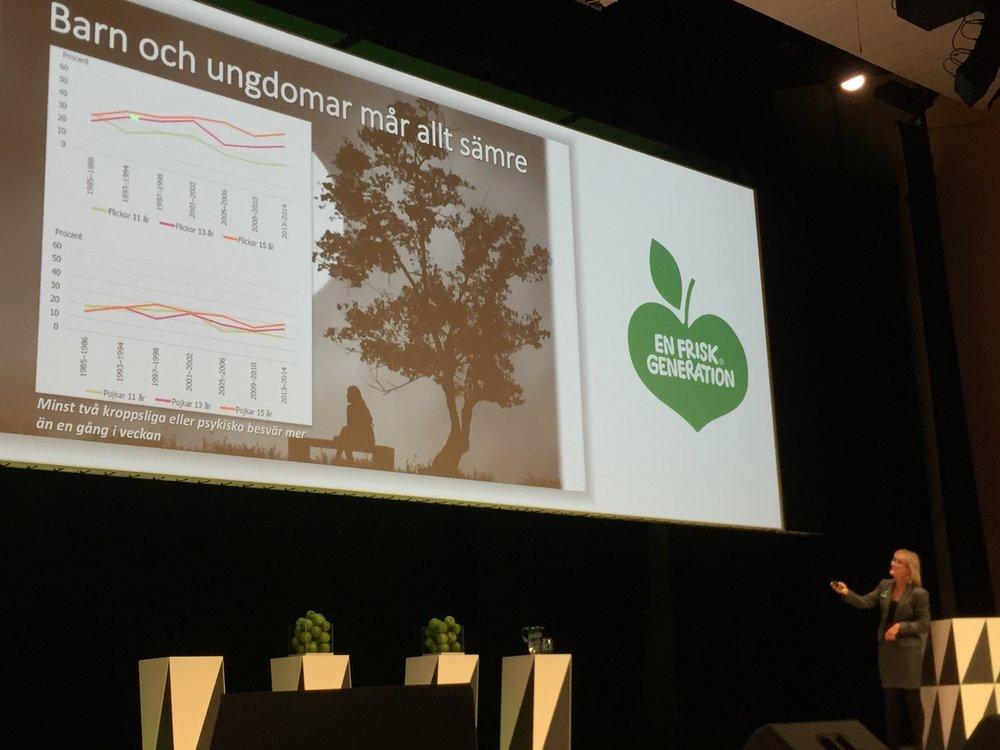 """Mai-Lis Hellenius, Livsstilsforskar på KI, strålande med skrämmande rapport om svenskarnas ohälsa. Här på seminariet """"Nyckeln till en frisk generation"""", om hur dåligt unga mår idag."""