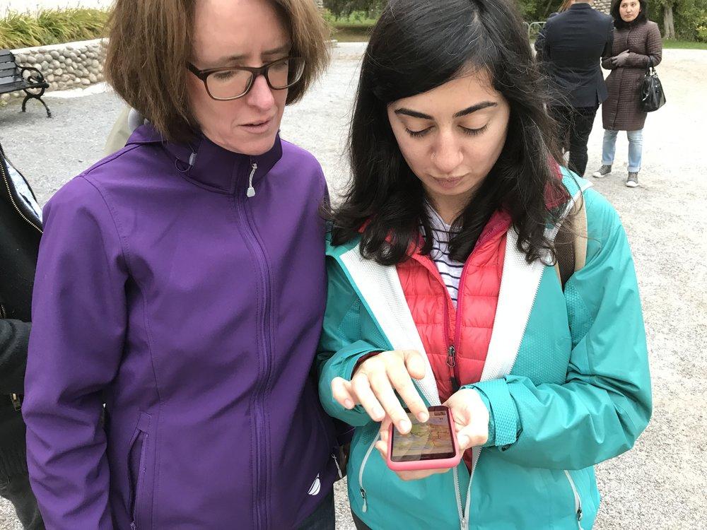 Ingrid Stenmark, Senior Vice President, Head of CEO Office, var en av Telias volontärer som tog nyanlända ut i naturen med Naturkartans app.