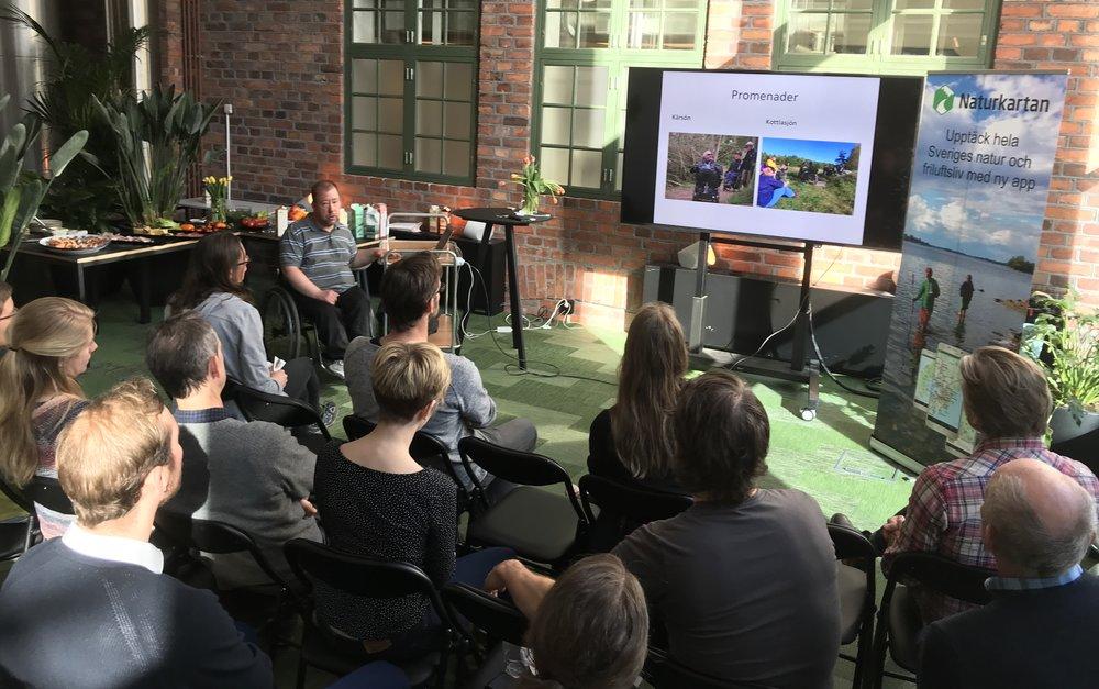 Anders Andrea, Skogstur, berättar om sitt arbete med att kvalitetssäkra leder för människor med funktionsvariationer