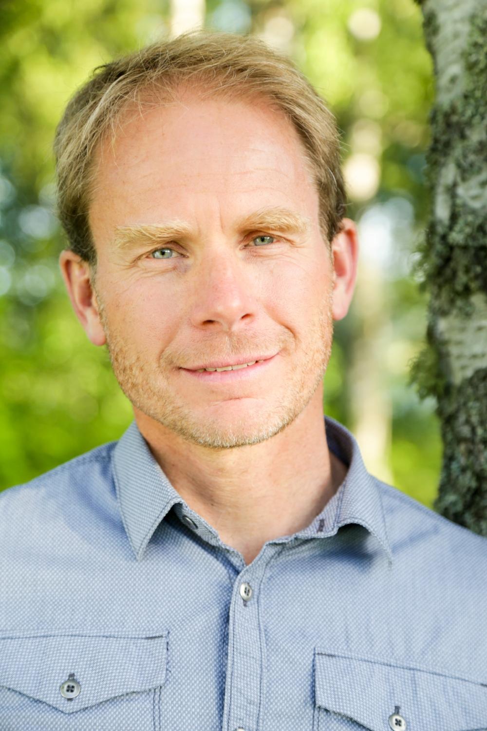 """""""Kunskap om friluftslivets utövande och hinder är därför värdefull för myndigheter och organisationer som vill underlätta för fler att komma ut i naturen och ägna sig åt friluftsliv."""" - Peter Fredman, friluftsforskare och professor i turismvetenskap vid Mittuniversitetet"""