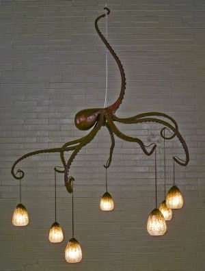 [[Octopus. Iron forged chandelier from Daniel Hopper Design///Poulpe. lustre en fer forgé de Daniel Hopper Design]]