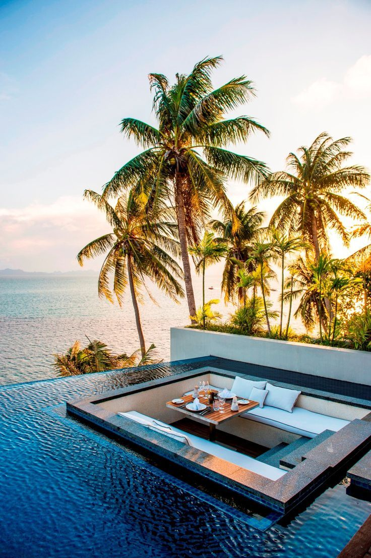 Hotelling infinity pool overlooking the ocean