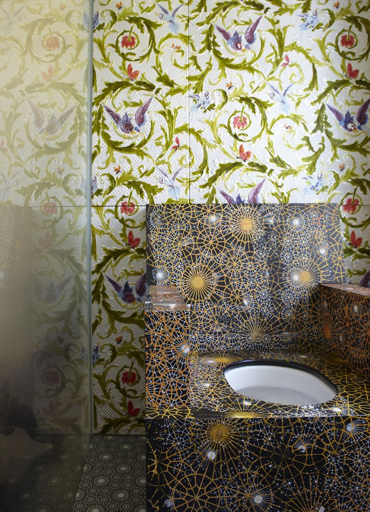 Toilette in the London Victorian style home of French architect Annabel Karim Kassar