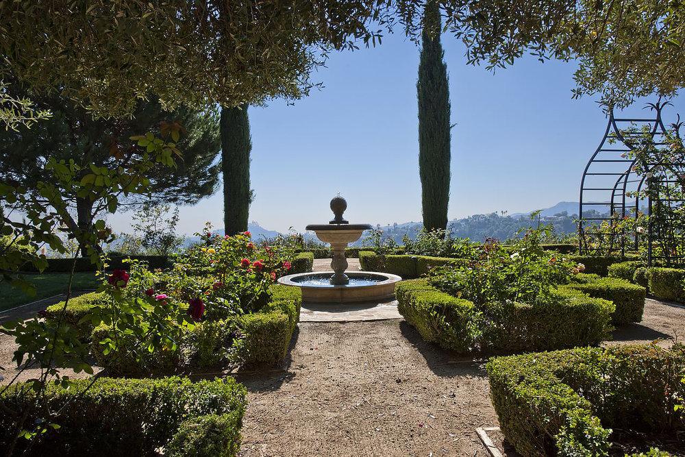 Garden fountain//Fontaine de jardin