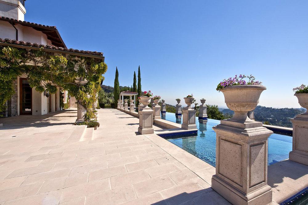Side terrace//Terrace
