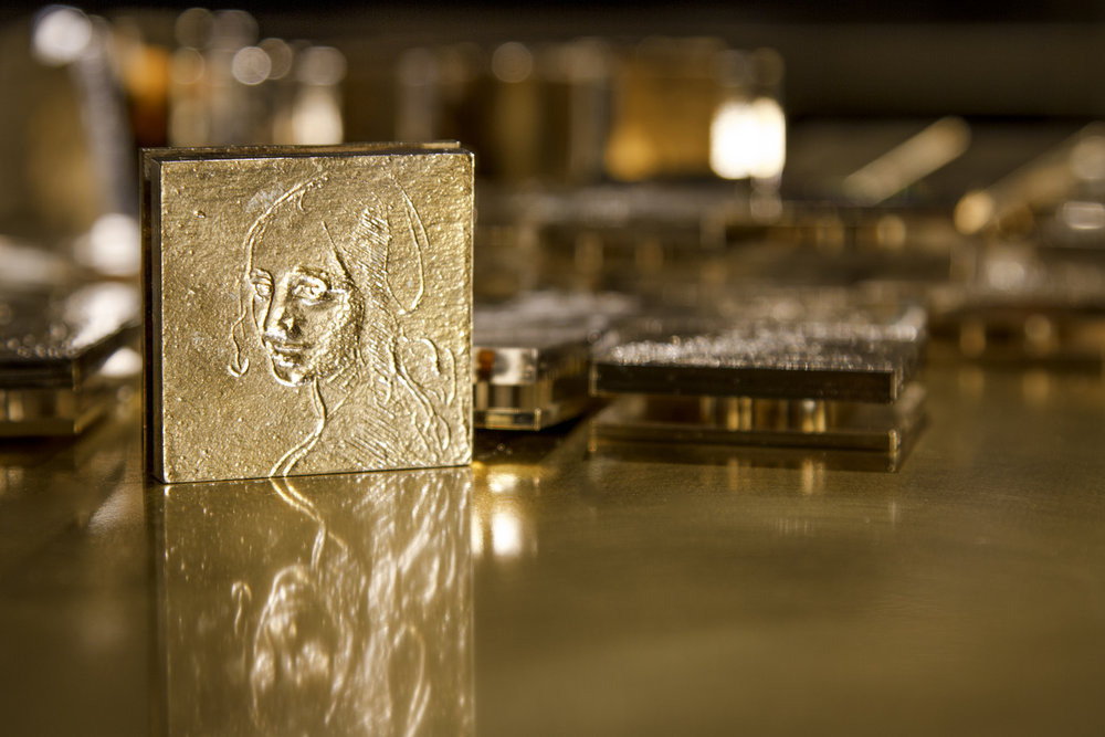 Casted brass engraved Leonardo tiles//Carreaux en laiton gravés Leonardo