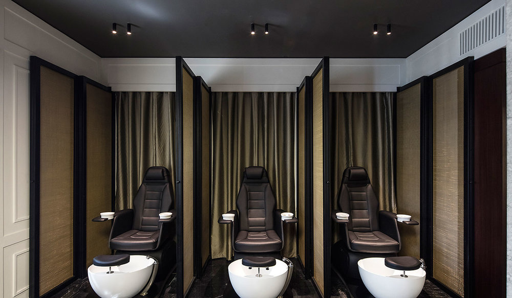 Rossano Ferretti Hairspa Dubai - lighting by FLOS