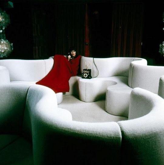 Verner Panton cloverleaf sofa circa 1971.jpg