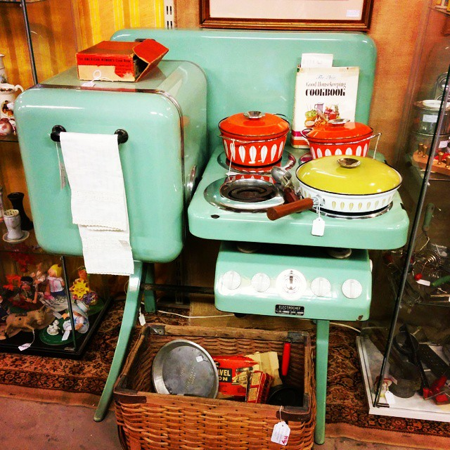 Omg this #vintage ElectroChef kitchen is amazing. Need this in the camper! Spotted at a vintage/antique market I should have known better than to stop into 😉 #kitchen #kitsch #aqua #midcentury #modern #retro #electrochef #vintagecamper #tiny #small #selfcontained #allinone