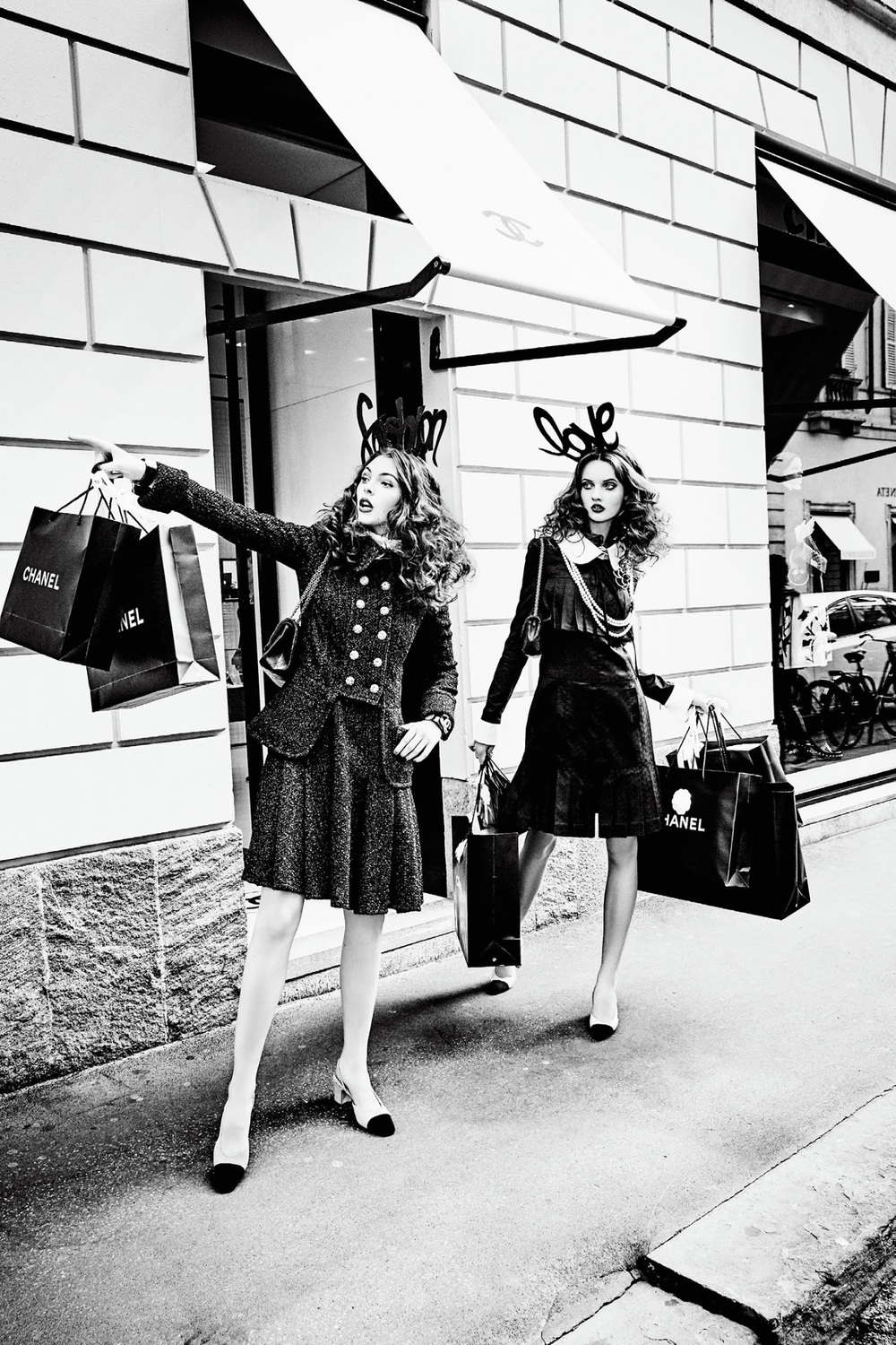 anna-grostina-and-vittoria-ceretti-by-ellen-von-unwerth-for-vogue-japan-september-2015-1.jpg