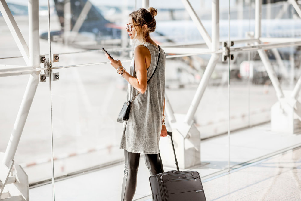 Woman-at-the-airport-baseline_luggage1.jpg