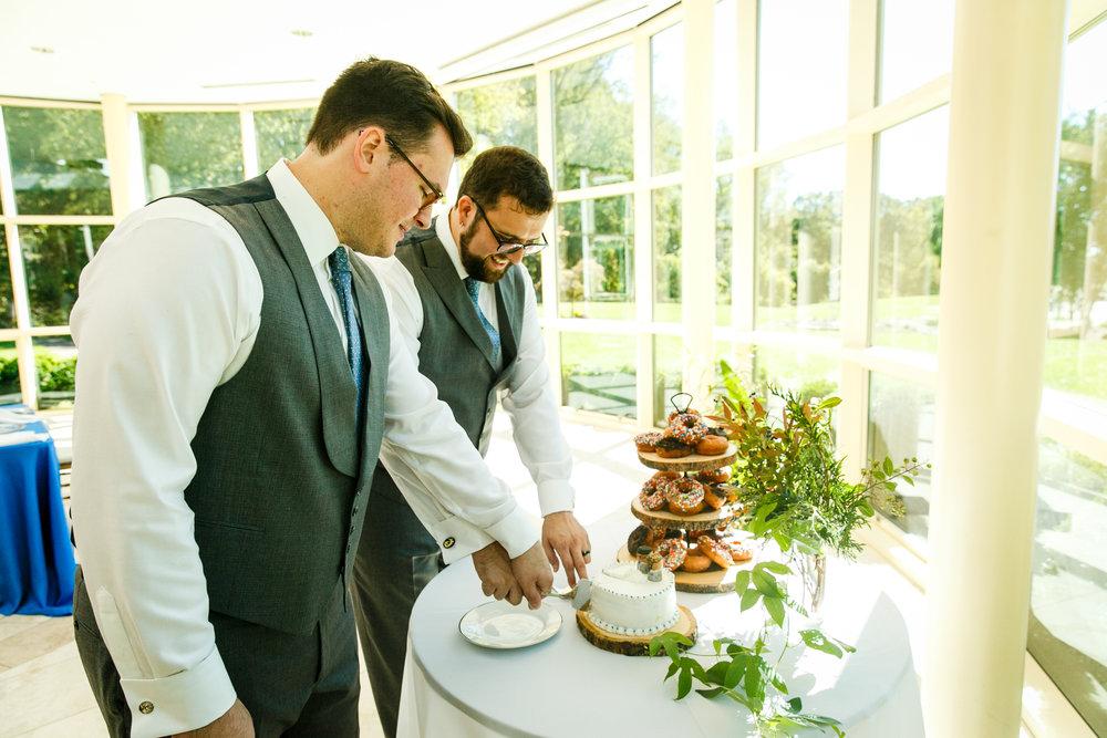 brielle-davis-events-grooms-cutting-cake.jpg