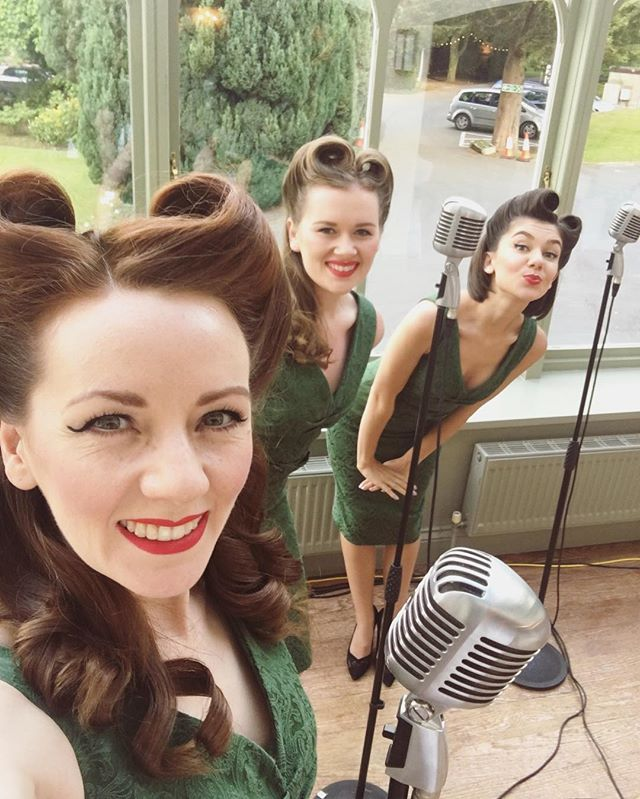 Hello Tuesday! 👋🏻 We're getting ready for more wedding wonderfulness this weekend and rehearsing a first dance song for later this month! Isn't love wonderful ❤️ . . . #theglamophones #vintage #retro #trio #vocalharmony #girlgroup #singers #wedding #weddingentertainment #weddingsingers #summerwedding #pinupstyle #victoryrolls #redlips #redhead #blonde #brunette #vintagemics