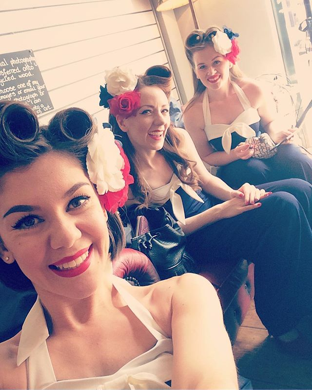 Throwback Thursday to the @lucy_loves_violet launch party! 💗 Such a lovely sunny day and a great atmosphere! 👗☀️ --- #theglamophones #vintage #retro #girlgroup #singers #trio #vocalharmony #victoryrolls #flowers #redlips #lucylovesviolet #launchparty #giglife #throwback #throwbackthursday