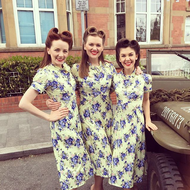 Happy August, Instagram! 🌻 Here's a cheeky throw back to summer days by the seaside in Colwyn Bay ⛱ --- #theglamophones #vintage #retro #vocalharmony #girlgroup #trio #singers #floral #lindyboplove #colwynbay #fortiesfestival #victoryrolls #redhead #blonde #brunette #throwback