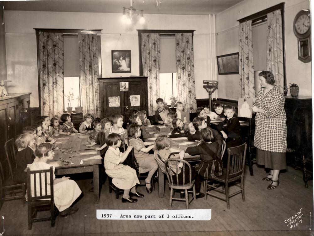 Children's Class 1937.jpg