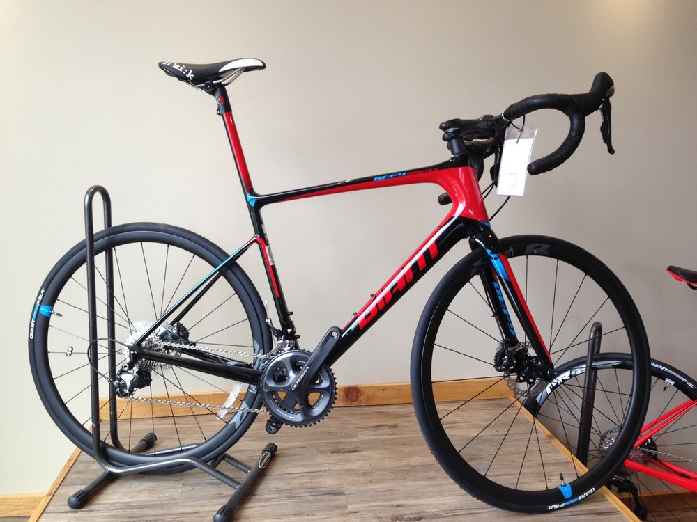 Giant Defy Advanced SL Disc - Reg $4200 NOW $3550• Medium large carbon frame• Complete Ultegra• Hydraulic Disk Brakes