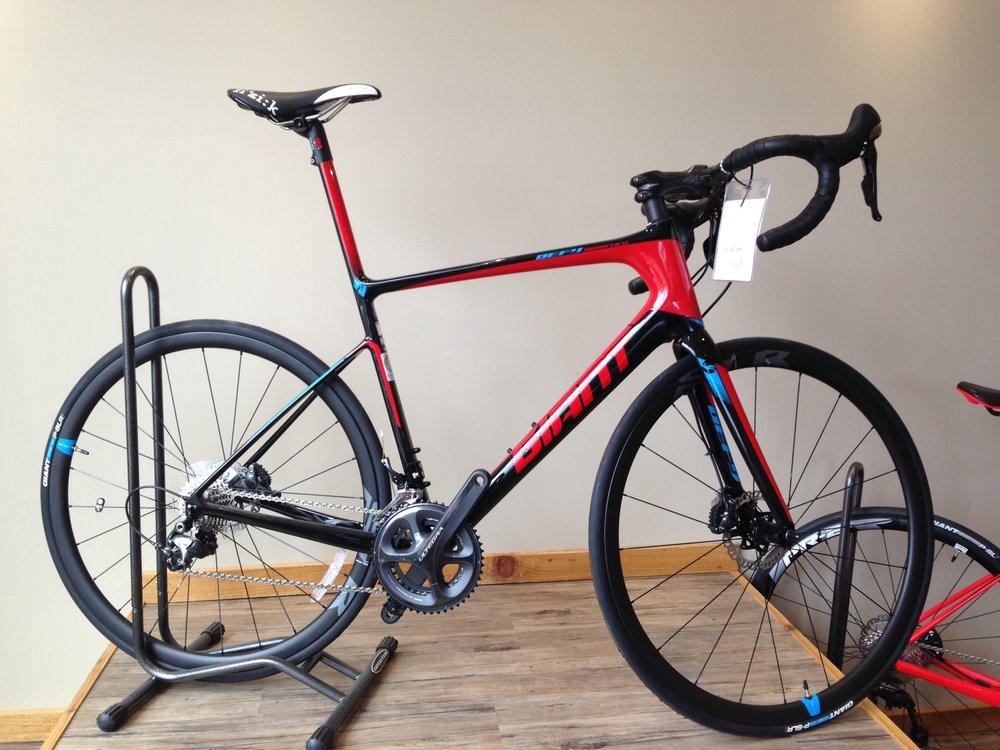 Giant Defy adv. sl - -Reg $4200 Sale $3550-Medium large carbon frame-complete Ultegra-hydraulic disk brakes