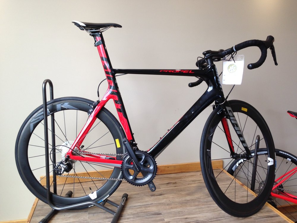 Giant Propel Advanced - Reg $4,400 NOW $3,750• Large carbon frame• Complete Ultegra