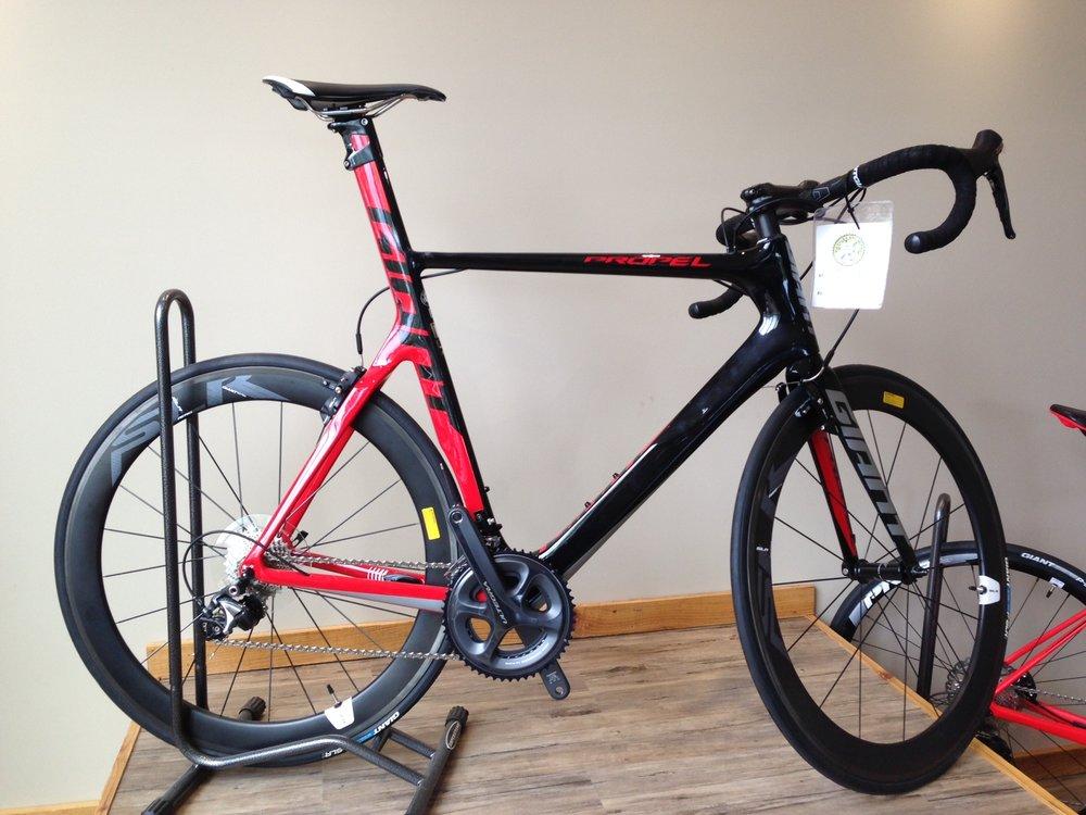 Giant Propel adv. - -reg $4,400 Sale $3,750-Large carbon frame-Complete Ultegra