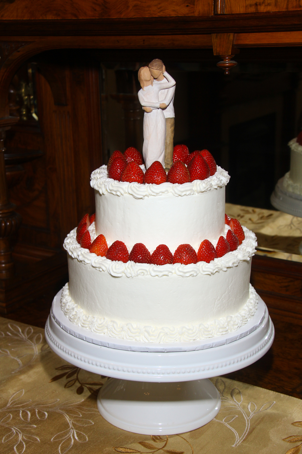 Savannah Georgia wedding cake with strawberries