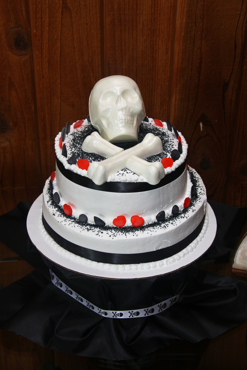 Pirate wedding skull and crossbones wedding cake