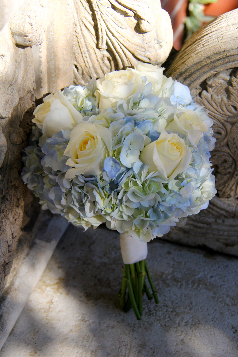 Savannah Georgia garden wedding blue and ivory brides bouquet romantic
