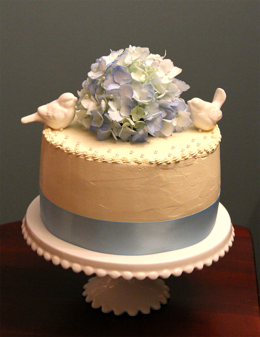 Elopement cake with ceramic birds and blue flowers