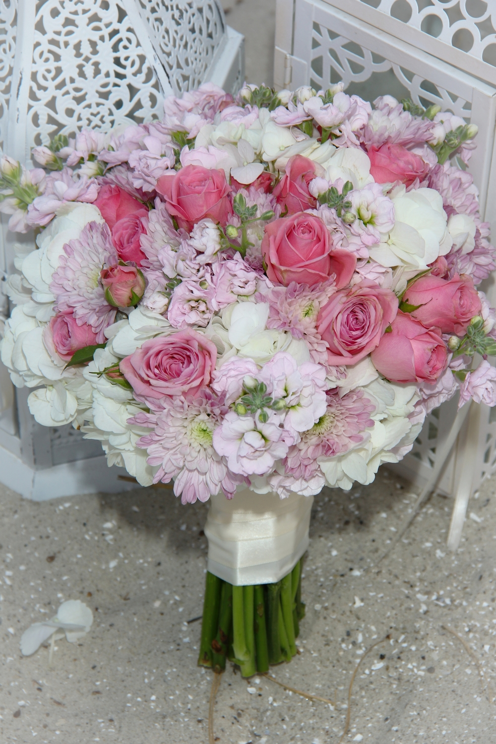 Pink bride's bouquet elopement