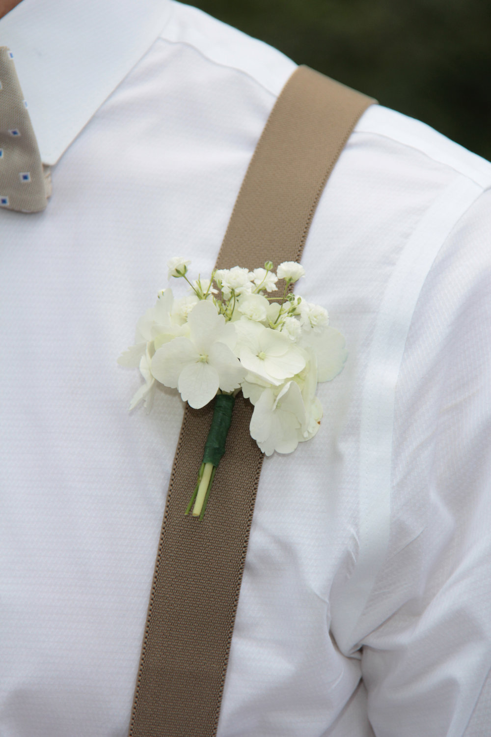 Savannah wedding, wedding packages, wedding flowers, destination wedding, groom, button hole,
