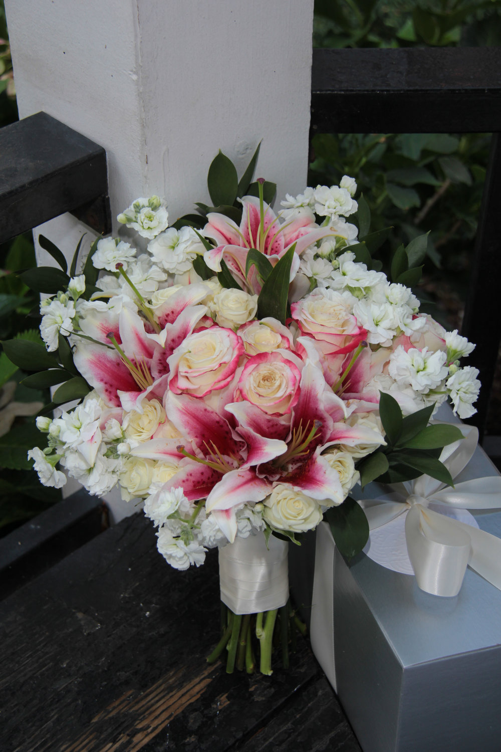 Savannah wedding, wedding packages, wedding flowers, destination wedding, stargazer lily, brides bouquet
