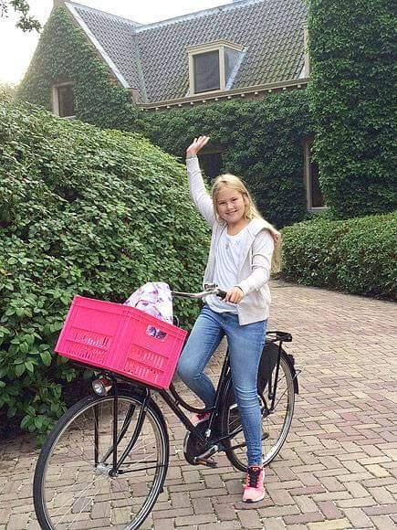 Катарина-Амалия, бъдеща кралица на Нидерландия, на първия си учебен ден