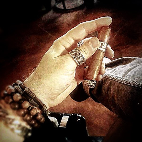 Photo by @blkshp_ben #leccia#lecciatobacco#cogar#cigars#smoke
