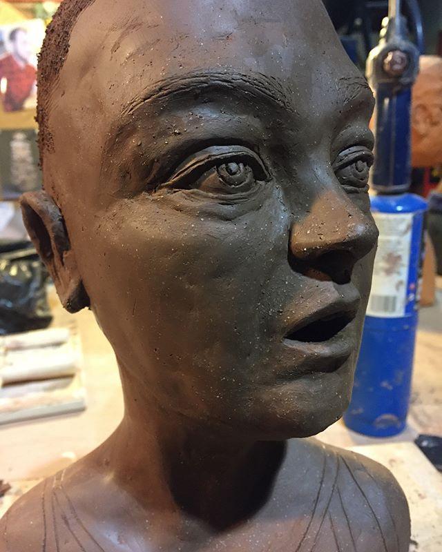 This girl has a lot of post firing work coming... here's to mixed media 🙌 . . . . . . . . #figuresculpture #figureart #piafigure #wip #contemporaryart #ceramics #ceramicssculpture #terracotta #lovemyjob #clay