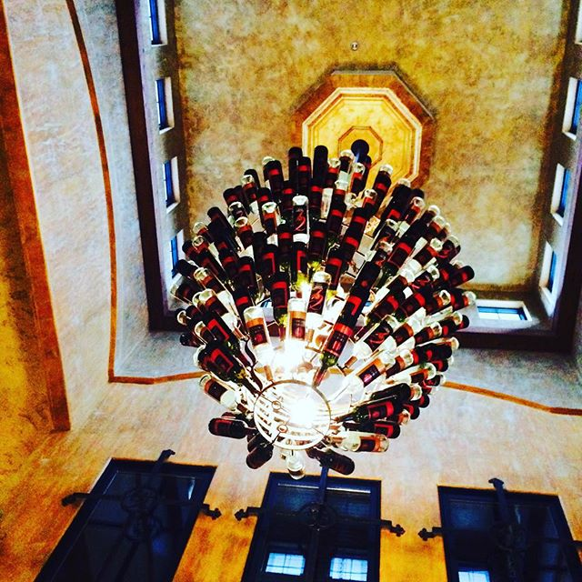 A wine bottle chandelier. Wish I was crafty. #wine #coupletime