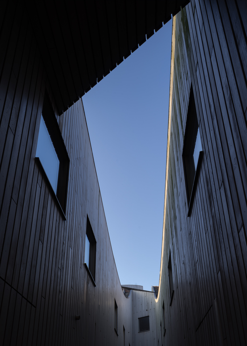 amsterdam-modern-architecture-facade-het-funen-mark-hadden-photography-architectuurfotograaf-003.jpg