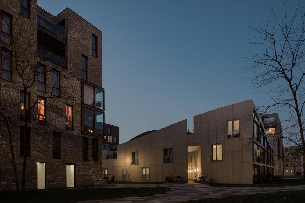 amsterdam-modern-architecture-facade-het-funen-night-mark-hadden-photography-architectuurfotograaf-2.jpg