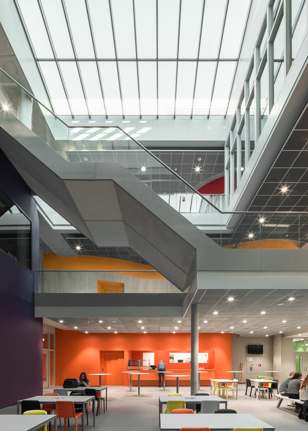 main hall at zernike college by mark hadden architectuurfotograaf, amsterdam