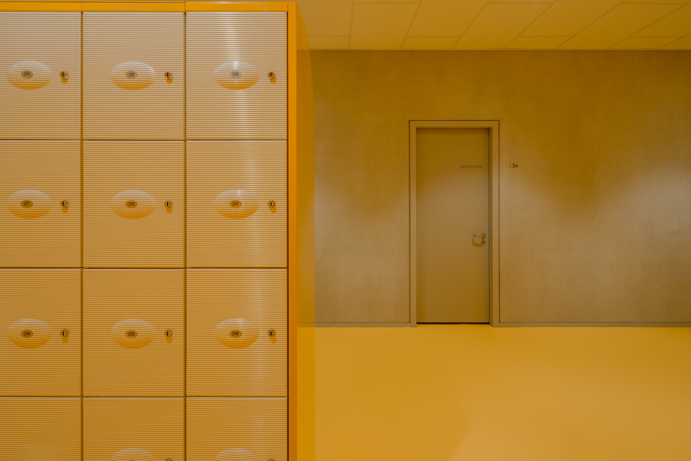 lockers at zernike college by mark hadden architectuurfotograaf, amsterdam