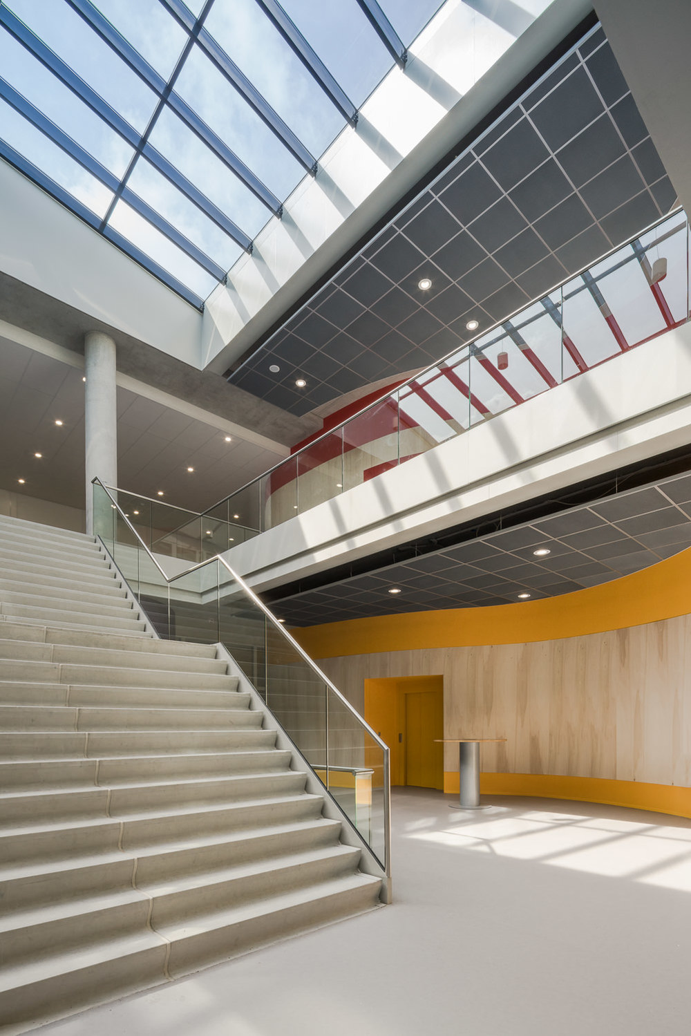 going through the zernike college by mark hadden architectuurfotograaf, amsterdam
