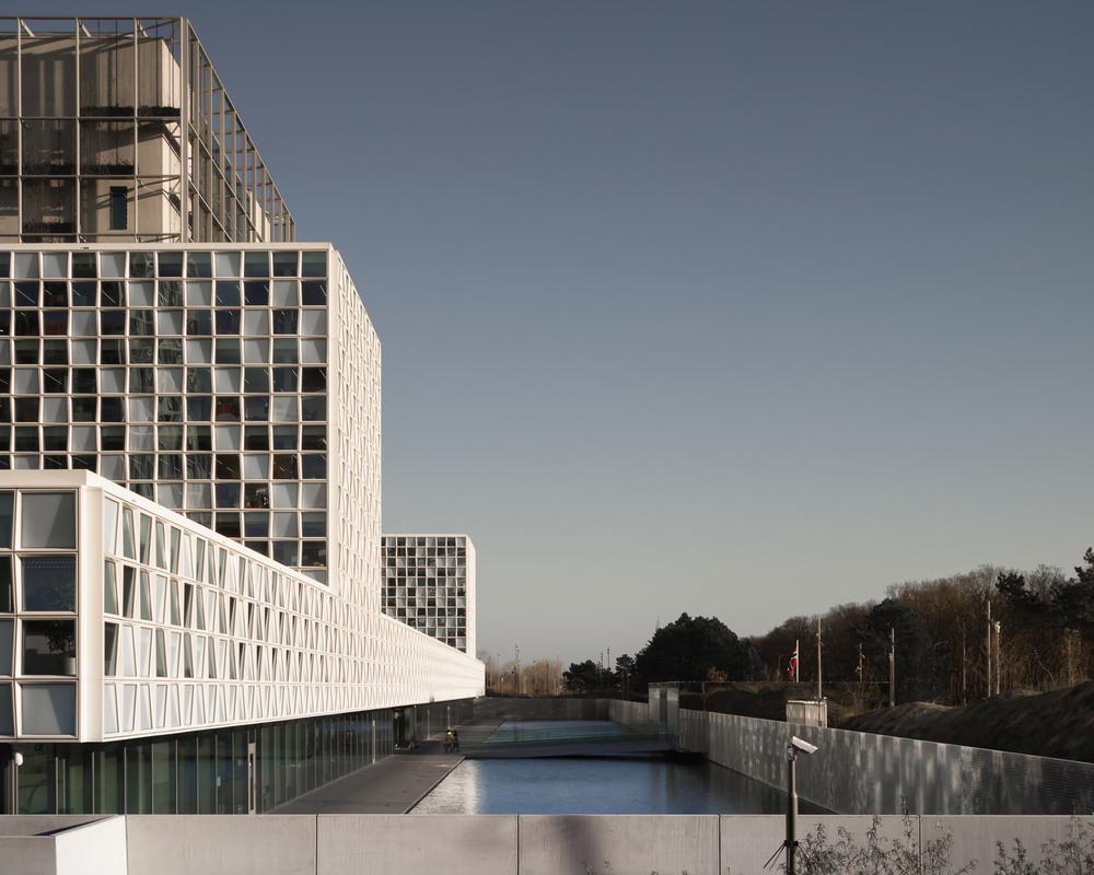 facade view of the international criminal court in the hague by schmidt hammer lasson