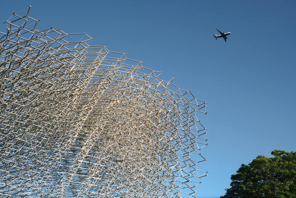 Under the flight path at The Hive, Kew Gardens. Mark Hadden Architecture Photographer