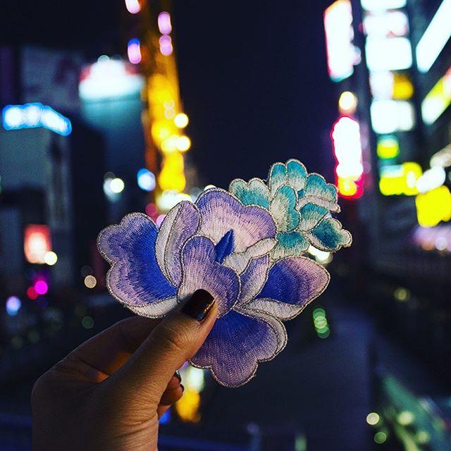 Nightfever 🌌  #goodnight #dotonbori #river #OSAKA #city #japan #travel #destination #travelgram #traveldiaries #colourful #lights #aroundtheworld #inspiration #picoftheday #flowers #embroidery #fashion #design #womenswear #fashiondesigner #love #creative #work #susannayi