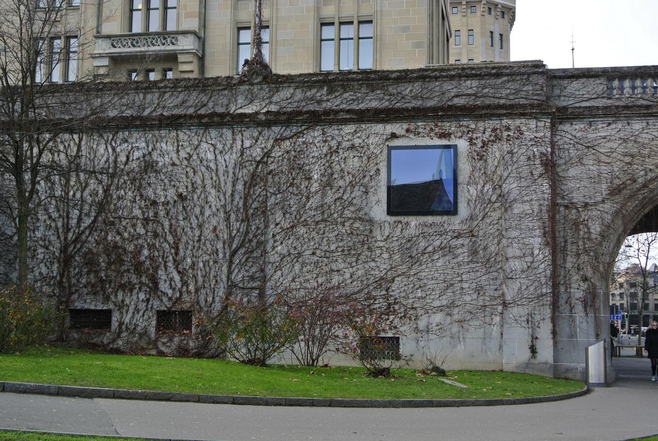 Mit Efeu bewachsene Mauer nähe Sternwarte