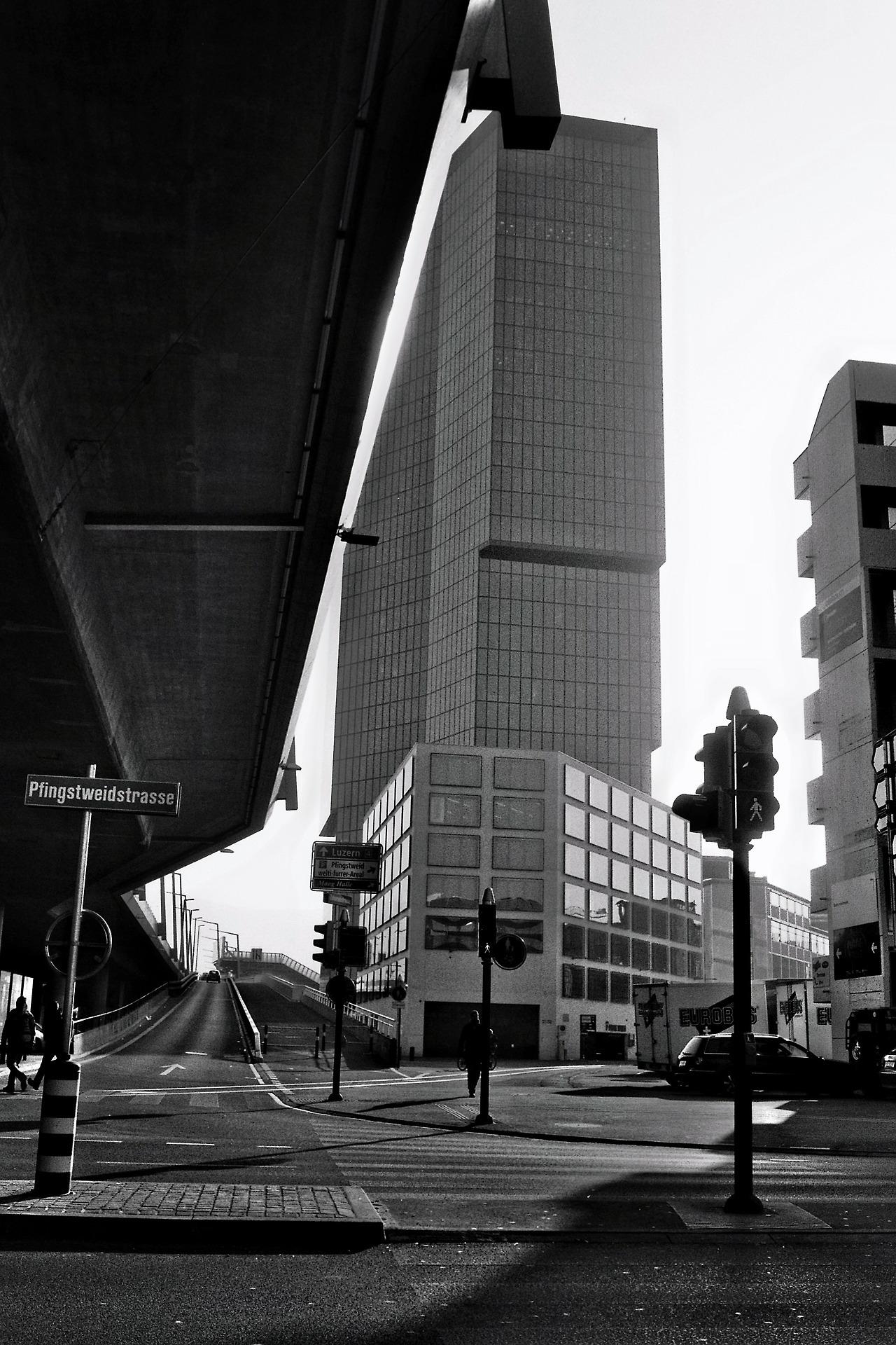 defcononerec  hat den Prime Tower mal aus einer anderen Perspektive angeschaut und für uns eingefangen. Dieses mal auch ohne dem charakteristischen Blau des Towers.